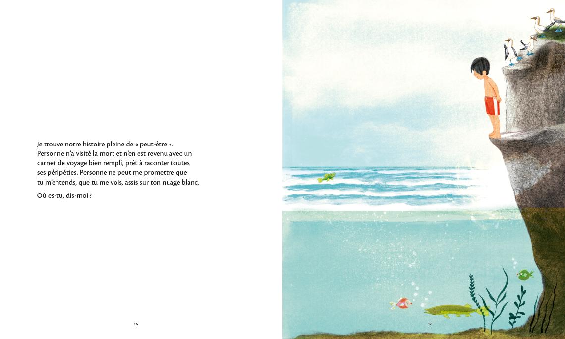 Un enfant en maillot de bain regarde l'eau du haut d'une petite falaise et s'apprête à y sauter.